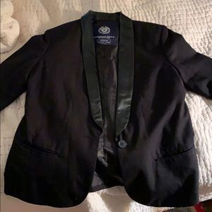 Very nice black blazer with a green leather neck!